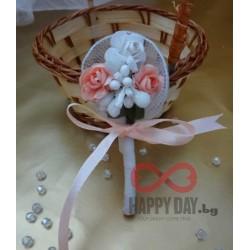 Сватбена бутониера за ревер Куфети рози